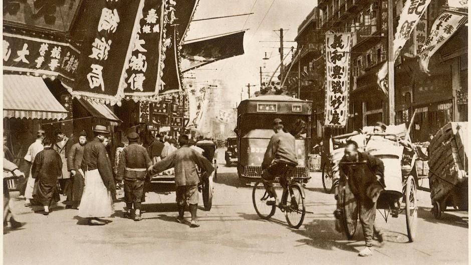 Treiben auf der Foochow Road in Shanghai um 1925.