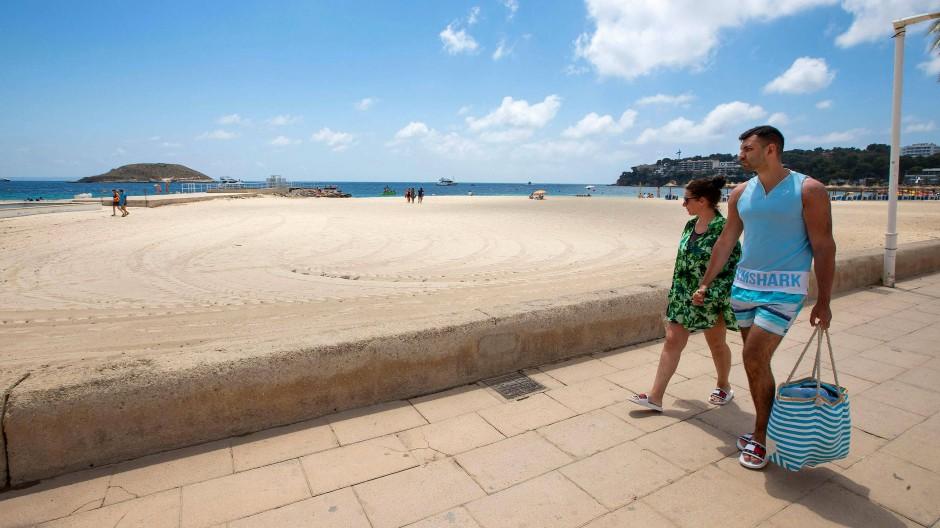 Wo ist Urlaub gefahrlos möglich? Und wie reist man am besten an? Viele Touristen sind verunsichert - träumen aber vom weißen Sandstrand.