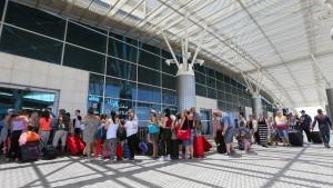 Tausende Urlauber reisen vorzeitig ab