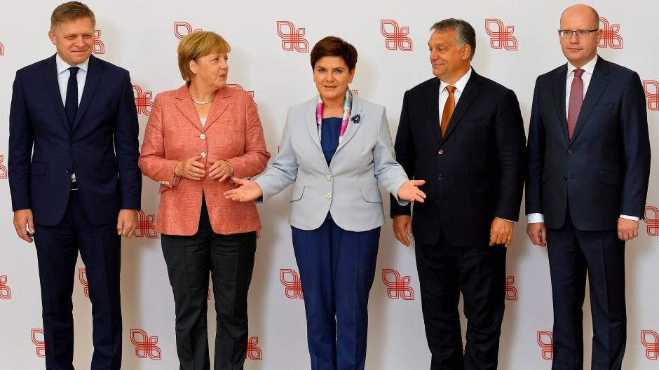 """""""Eine Umverteilung wird von uns nicht akzeptiert"""": Fico, Merkel, Szydlo, Orbán und Sobotka in Warschau"""