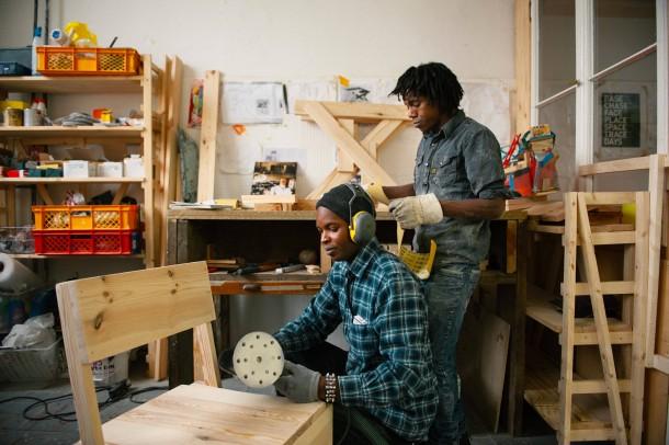 Bilderstrecke zu projekt cucula fl chtlinge stellen for Designermobel berlin