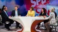 """Maybrit Illner diskutiert in ihrer Sendung mit Gästen zum Thema """"Scherbenhaufen Europa – Krise von Brüssel bis Berlin?"""""""