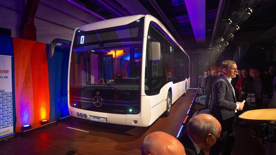 Wartestand: Die Wasserstoffbusse wurden bereits 2019 in einer Pressekonferenz vorgestellt – aber die Eswe betreibt noch keinen eigenen.
