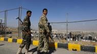 Bewaffnete Unterstützer der Houthi-Rebellen: Sie haben einer Waffenruhe noch nicht zugestimmt.