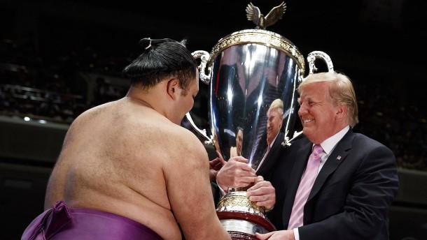 Sumoringen mit Trump