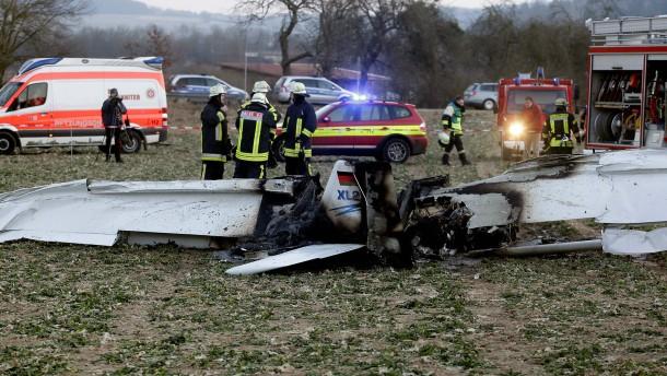 Ursache von Flugzeugabsturz mit zwei Toten unklar