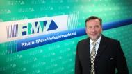 RMV-Chef: Knut Ringat fordert mit Blick auf die Verkehrswende eine zügigere Umsetzung von Schienenprojekten – auch in der Stadt.