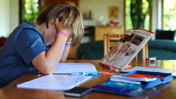 Fernunterricht setzt Eltern stark unter Druck