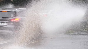 Autobahn wegen Überflutungen komplett gesperrt