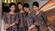 Sie können einen Langstreckenflug durchlächeln und ganz besonders leise laufen: die Singapore Girls