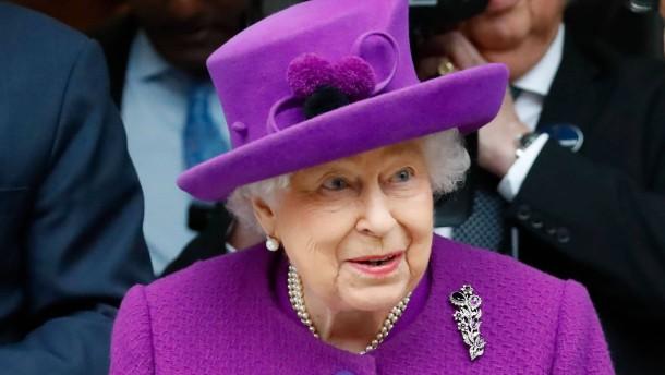 Die Queen redet der Nation ins Gewissen
