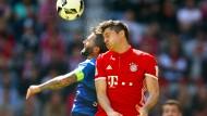 Kopfballduell mit Bayerns Lewandowski und Darmstadts Sulu.