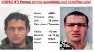 Der Tunesier Anis Amri ist 24 Jahre alt, 178 cm groß und 75 kg schwer. Er spricht gebrochenes Deutsch, hat schwarze Haare, braune Augen, Hautveränderungen am Hals und der linken Nasenwurzel. Zur Tatzeit trug er nach BKA-Angaben dunkle Kleidung, helle Schuhe und einen weißen Schal.