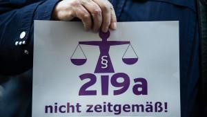 SPD-Abgeordnete dringen auf rasche Änderung von Paragraf 219a
