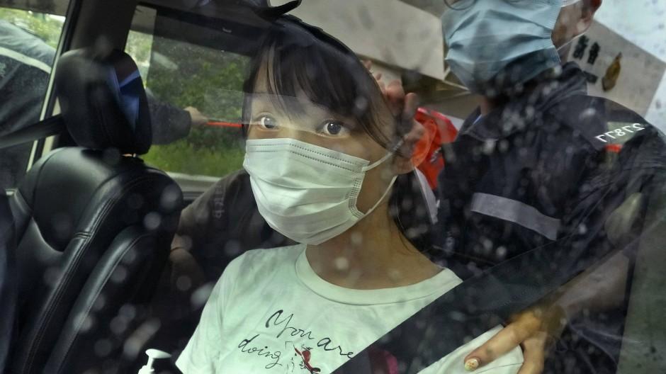 Agnes Chow nach ihrer Freilassung am Samstag.