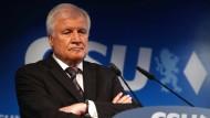 Horst Seehofer will noch keine personellen Konsequenzen aus der Wahlniederlage der CSU ziehen.