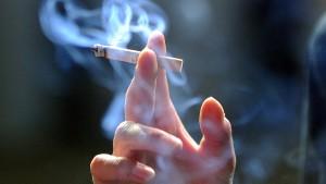CSU-Minister will Tabak-Werbeverbot vor der Wahl