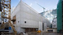 Im Altbau die Geschichte, im Neubau die Gegenwart