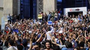 Tausende demonstrieren gegen Regierung
