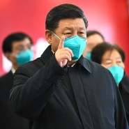 Der chinesische Präsident Xi Jinping Anfang März beim Besuch eines Krankenhauses in Wuhan.