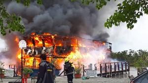 Feuer wütet auf See in Österreich