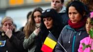 Trauernde kommen am Dienstag in Brüssel zusammen, um den Opfern der Anschläge zu gedenken.