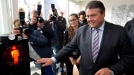 """Vizekanzler und SPD-Chef Sigmar Gabriel: """"Man kann nicht eine Million Flüchtlinge nach Deutschland einladen und dann das Geld für die Integration verweigern."""""""