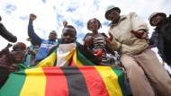 In Zimbabwe herrscht Hungersnot. Ein Generalstreik legt das Land für drei Tage lahm.
