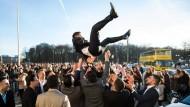 Muss das sein? Hochzeitsfeier in Berlin - wenigstens unter freiem Himmel.