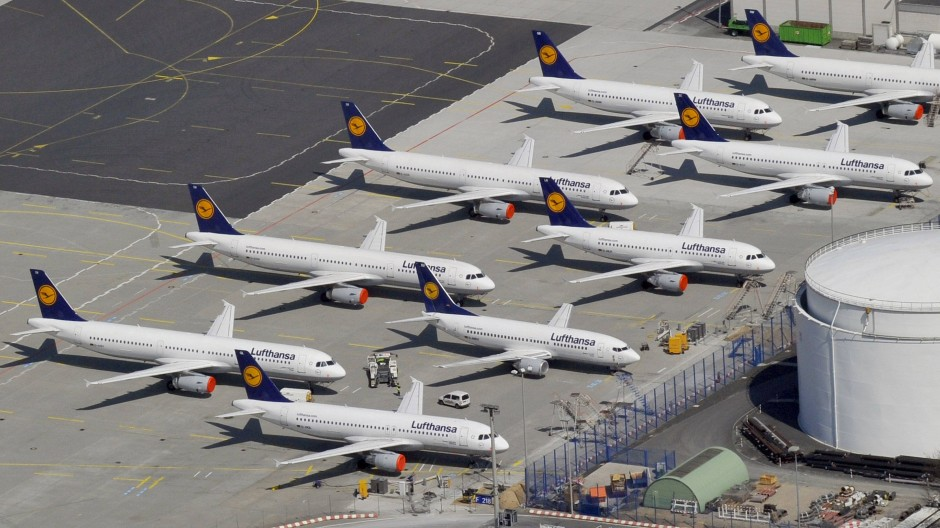 Alle drei Parteien heben die Bedeutung des Frankfurter Flughafens vor – im Gegensatz zur CDU fordern SPD und Grüne aber dessen Beschränkung.