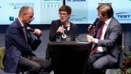 """CDU-Politiker Friedrich Merz, die CDU-Vorsitzende Annegret Kramp-Karrrenbauer und Michael Bröcker, Chefredakteur der """"Rheinischen Post"""""""