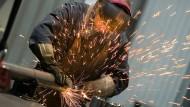 Der Maschinenbauverband VDMA teilt mit, 84 Prozent seiner Betriebe litten unter Beeinträchtigungen ihres Betriebsablaufs.