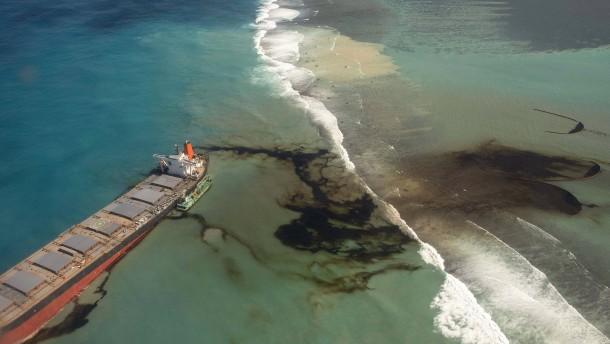 Havarierter Öl-Frachter droht zu zerbrechen