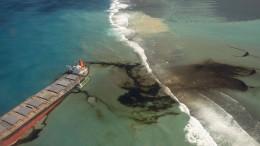 Öl-Frachter vor Mauritius droht auseinander zu brechen