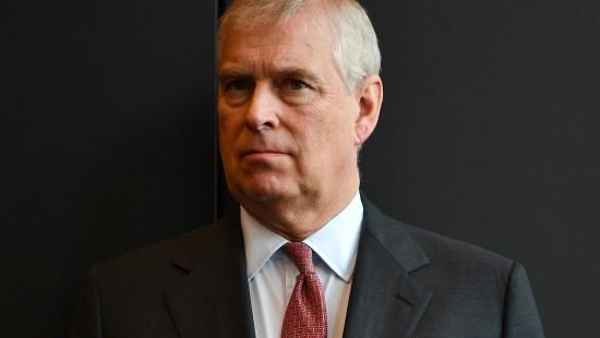 Prinz Andrew legt öffentliche Ämter nieder