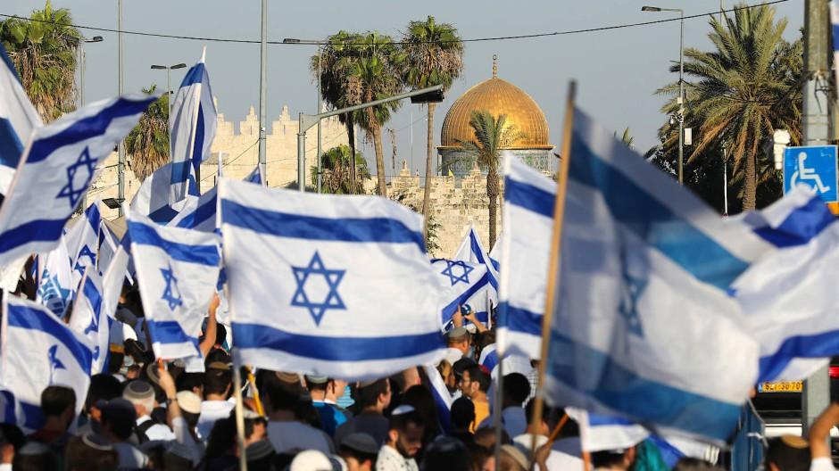 Der Demonstrationszug in Jerusalem, im Hintergrund die Al-Aqsa-Moschee