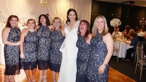 Sechsmal das gleiche Kleid bei einer Hochzeit