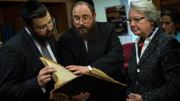 Bundesbildungsministerin besucht Juedisches Bildungszentrum