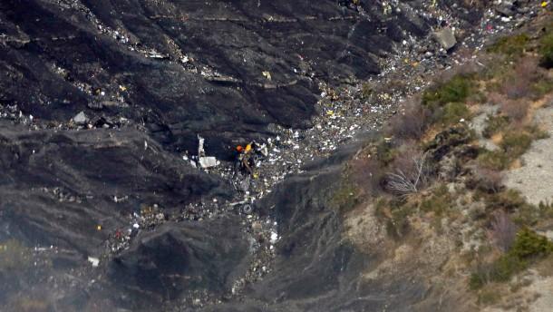 Germanwings A320 abgestürzt - Wrackteile an der Absturzstelle