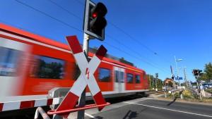 Junger Mann von S-Bahn tödlich verletzt