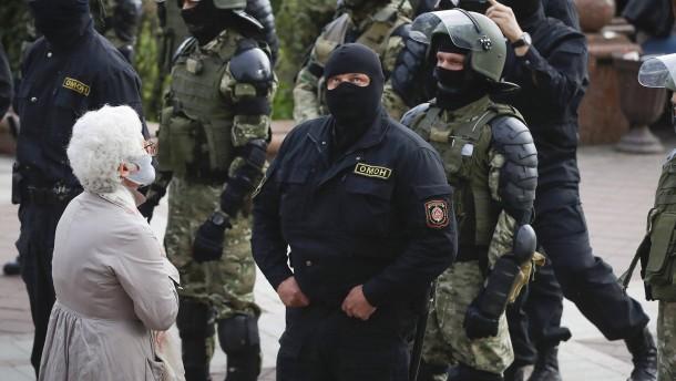 Polizei in Minsk nimmt offenbar mehr als 200 Lukaschenka-Gegner fest