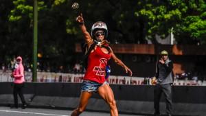 Debatte um schönste Demonstrantin Venezuelas