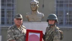 Türkischer Armeechef droht Syrien