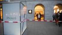 In Berlin ist ein Geldbote vor dem Apple-Store überfallen worden