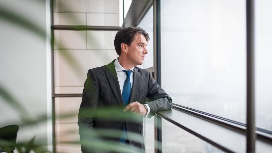 Trübe Aussichten: Kapitalmarktstratege Martin Lück hält für Blackrock die deutschsprachigen Märkte im Blick.
