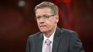 TV-Moderator Günther Jauch stellte die Frage: Wie schmutzig ist unser Fußball?
