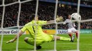 Der Schuss ins große Pokalglück: Der frühe Treffer von Danny Blum entscheidet die Partie gegen Arminia Bielefeld.