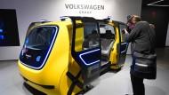 """Im Vorfeld des Genfer Autosalons 2018 hat VW den fahrerlosen ?Sedric"""" präsentiert. Ist dieses Modell in Zukunft auf Israels Straßen zu sehen?"""