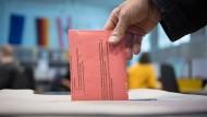 Bei der Europawahl am 26. Mai sollen laut Bundesverfassungsgericht auch Menschen teilnehmen dürfen, die eine Vollbetreuung benötigen.