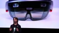 Alex Kipmanvon Microsoft bei der Präsentation der HoloLens 2 in Barcelona